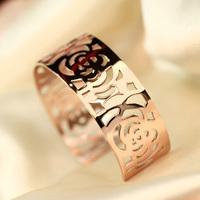 Free shipping hot selling Fashion women wear wide bangles camellia female bracelet rose gold