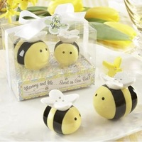 New 2014 Lovely Ceramic Bee Salt & Pepper Shakers for  Wedding Favors Perfect Wedding Gift