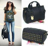 Envio Libre + 2013 Nueva Europa Mujer estadounidense bolsos remache mensajero handbag