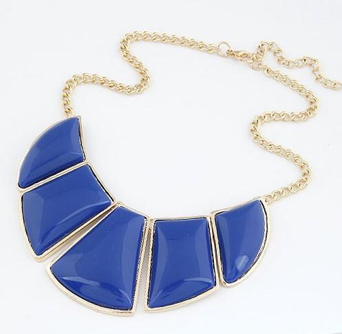 Acessórios em forma de crescente resina geometria fanghaped projeto moda feminina curto colar de corrente colar falso(China (Mainland))