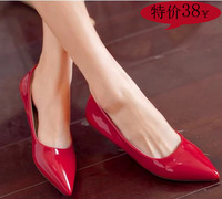 2014 pointed toe flat red nude color japanned leather female shoes wedding shoes ladle shoes flat heel ol single shoes