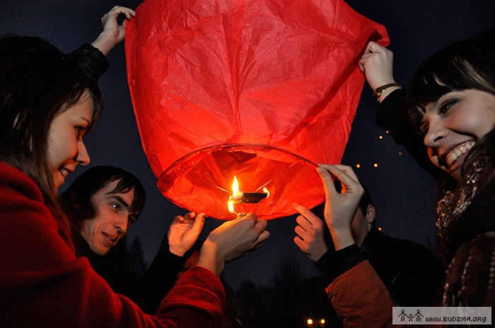 Free shipping oval shap Sky Lanterns, Wishing Lamp SKY CHINESE LANTERNS BIRTHDAY WEDDING PARTY /9 colors available in stock(China (Mainland))
