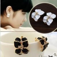 Small exquisite flower stud earring flower leaves elegant diamond earrings in ear earrings
