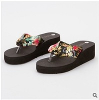 Summer thick wedge female slippers fashion sponge flip-flops hot sell   High heels  sandbeach women shoes