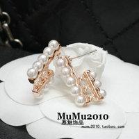 3 pearl stud earring