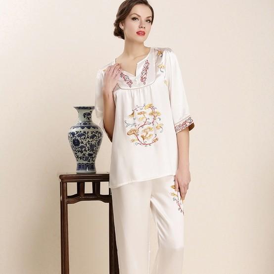 Hot mulberry silk pajama Flower print handmade embroidered sleep set lounge spring and summer silk heavy silk top mulberry silk(China (Mainland))