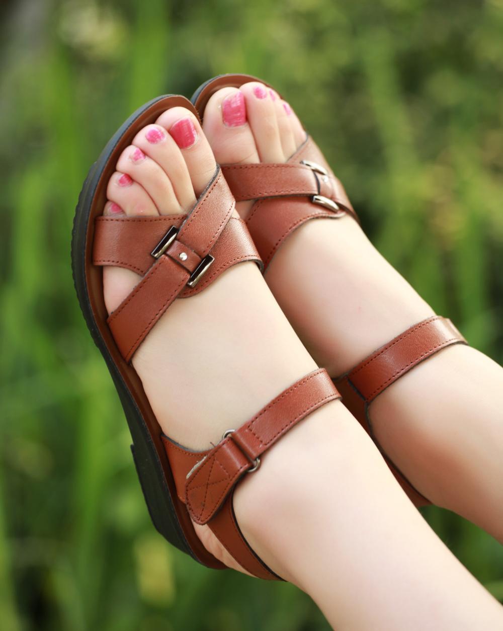 Os novos X1630 mãe idosa sapatos sandálias de couro sandálias fundo macio para mulheres maduras(China (Mainland))
