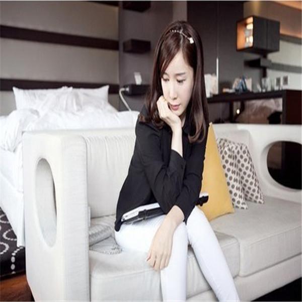 Newly fashion design 12pcs/lot DIY Retail Metallic Spiral Hair Band Black/White Four Leaf Clover Headband Hair Jewelry(China (Mainland))