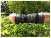 Best gift for child Black Flag Pirate Hidden Blade Edward Ken way Cosplay PVC props Assassins Creed 4