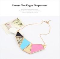 the lively colour-blocking geometrical shape pendant necklace