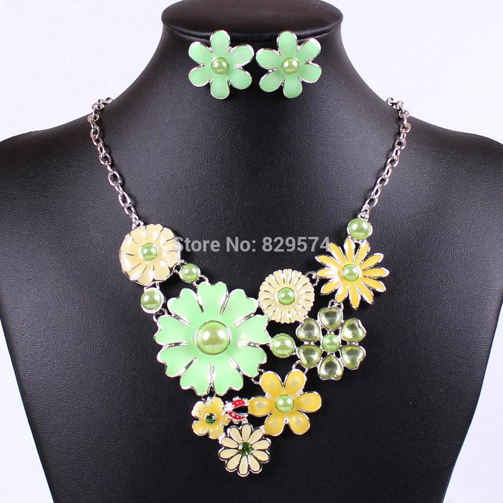 [Free Style] 5 Colours Imitation Pearl Sun Flower Pendant Neckla