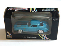 Diecast Car 1963 Chevrolet Corvette Road Signature 1/64 Collection