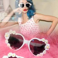 2014 Women fashion sunglasses retro princess love shaped white flowers sunglasses sweet hearts exaggerated Sunglasses Glasses