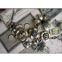 2014 Retro Gorgeous Women New Vintage Necklace With Black Rhinestone Bronze Chain Pendant Necklaces 25JMHM004