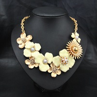 New Arrival Items Brand Perfume Women Jewelry Exaggerated Flower Gold  Plated Charm Rhinestone Chocker Statement Necklace