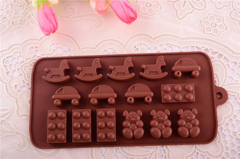 Atacado New desenhos animados carros cavalos 4 formas bolo de Silicone molde do queque para Soap Muffin Chocolate Bakeware(China (Mainland))