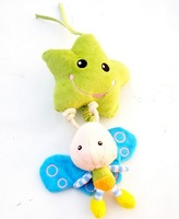 Candice guo! newest super cute smiling green star bee soft infant baby plush toy bed hang pull the music 1pc