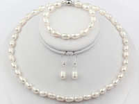 Nice 8-9mm White Natural Freshwater Pearls Necklace, Bracelet and Earrings Set