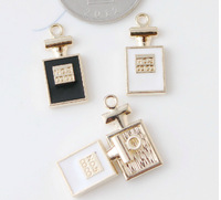 Rose gold color plated metal alloy oil drop necklace pendant charm.Mix black&white No.5 perfume shape alloy charms.