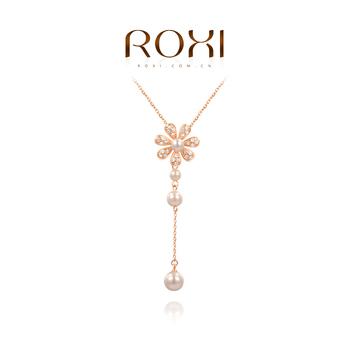 Roxi брендовая женская удлененная цепочка ручной работы изготовлена из розового золота с трех разовым золотым напылением, украшена кулоном в виде цветка с россытью камней швейцарского циркония и белого жемчуга