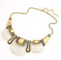 Classic Style Vintage Golden Chain Oval Stone Pendant Adjustable Necklace Fashion Accessories