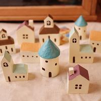 Zakka Mini Mediterranean House Resin Craft Castle Coffee Chimney Warm House Church, for Mini Garden Potting #A00117