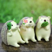zakka resin mini animal statues looking at the sky three no Hedgehog decoration