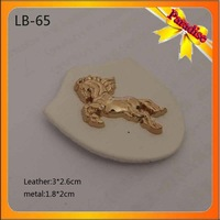 (LB-65) Custom gold color Pu leather metal horse patch leather clothing label for jeans jeans leather patch garment accessories