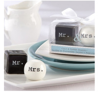 "2014 wedding door gifts giveaways of ""Mr. & Mrs."" Ceramic Salt & Pepper Shakers free shipping"