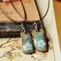 Handmade accessories ceramic necklace handmade white flower is the crack glaze