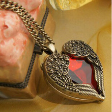 2014 Big Promotion Vintage Gothic Wings Ruby Peach Necklace Carved Red Heart Love Chains Necklaces For