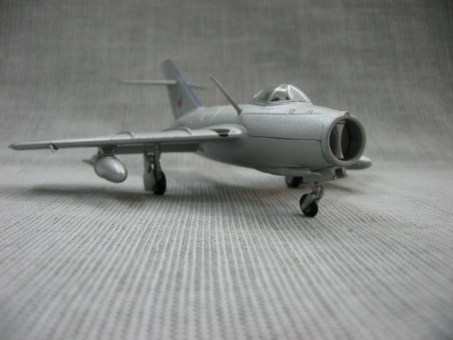 Free shipping AMER 1:72 Soviet MiG-15 MIG15 jet fighter military aircraft models finished(China (Mainland))