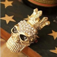 Free shipping brooch shiny Rhinestone Crown Skull Brooch  classical exquisite novelty skull brooch Popular European style