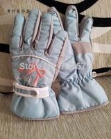 Female child five fingers ski gloves blue bow