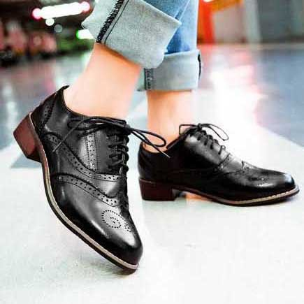 4b7b4e216f30 Vintage British Style Round Toe Lace Up Oxford Shoes For Women Fashion  Carved Women Oxfords Ladies Casual Flat Shoes