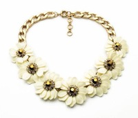 $ 15 Free shipping 2014 New fashion The new fresh sweet white flowers deserve to act the role of the necklace