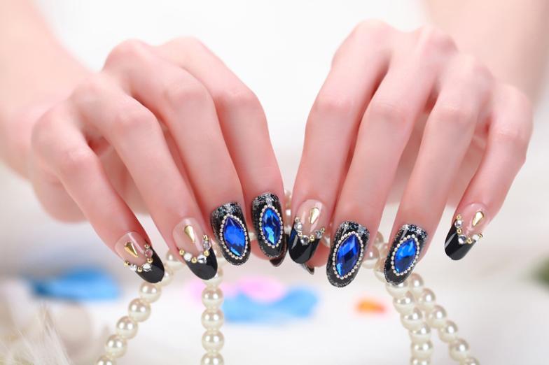 Дизайн ногтей искусственные камни