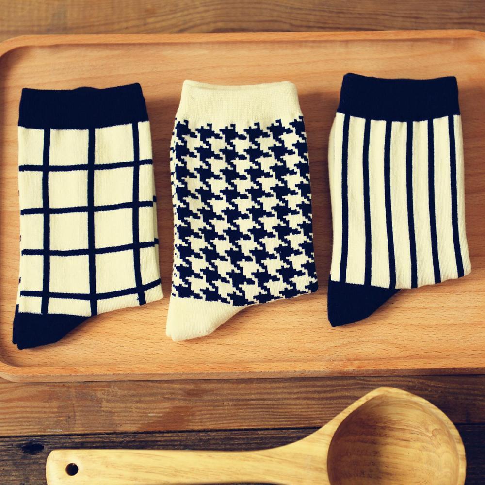 classical fashion women socks cotton vintage swallow gird print black white stripes casual socks, free shipping(China (Mainland))