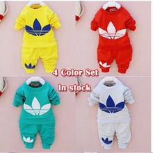 Retail 2014 nueva algodón bebés de los niños niños niños bebé niño niña otoño primavera 2 unids traje de la ropa del bebé del patrón + pants(China (Mainland))
