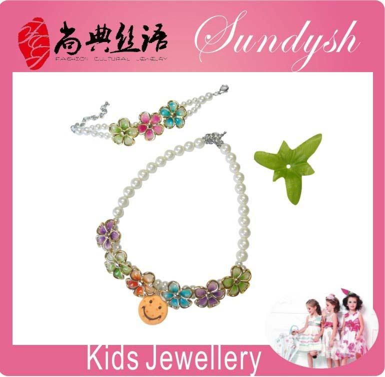 Latest Handmade Bow Crocheted Chunky Beads Kids Bubblegum Necklace(China (Mainland))