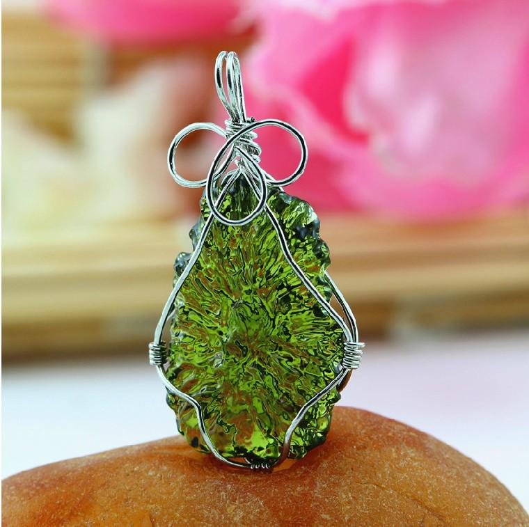 Aa natural moldavite green , aerolites , crystal stone pendant energy apotropaic6g--7g/ lot(China (Mainland))