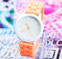 Brand New Round Dial Unisex Watches With Rubber Band Rhinestone Women Dress Watches