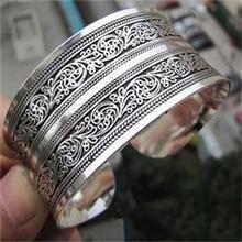 2014Fashion New Hot Vintage Elegant Women Bracelets Tibet Silver Totem Cuff Bracelets Bangles Women Round Metal Bracelet Jewelry