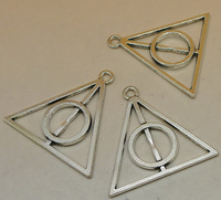 50pcs/lot Antique Silver Triangle Deathly Hallows Alloy Jewelry Accessories Beads Pendants 32x33mm Wholesale