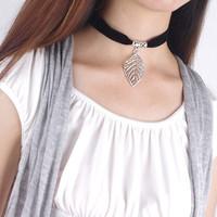 European wholesale new arrival fashion simple Black velvet Necklace leaves 3D maple leaf Chokers Necklace Pendant free shipping