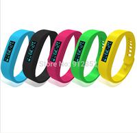 2014 new Bluetooth bracelet sport pedometer sleep monitoring Bluetooth sync remote camera