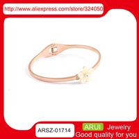 Korean version of the idyllic small fresh flower bracelet Ms. titanium steel rose gold pearl drill bracelet