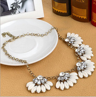 Free shipping 2014 new arrival fashion crystal necklace with black white and orange resin statement choker necklace for girls