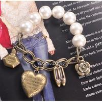 Retail European retro Pearl Stretch Bracelet pendant perfume high-heeled shoes Woman Luxurious Paragraph fashion B18 4270