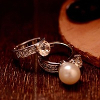 Noble Women's Party Wedding Ring Celebrity Silver Plated Rhinestone Big Pearl Sparkly Crystal Finger Ring